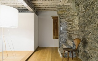 Modern Living Space Old Rustic House 01