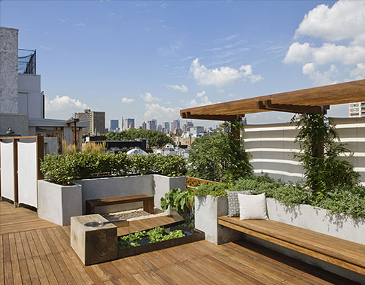 Amazing Rooftop Garden By Pulltab Pattern Located In The East Village Of  Manhattan, This Grassed Area Offers Pleasing Views Of The Surrounding  Buildings ...