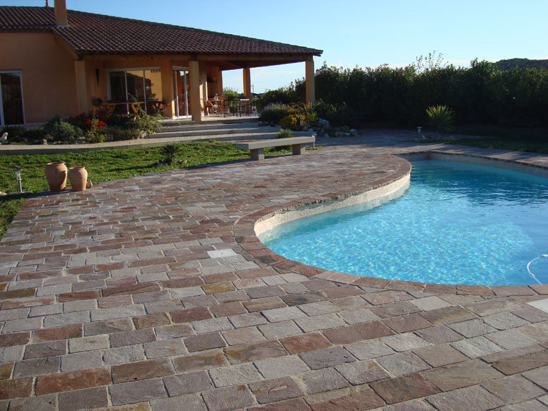 Landscaping idea Natural Stone Bright Color