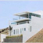 Beach house in a hill by Javier Artadi
