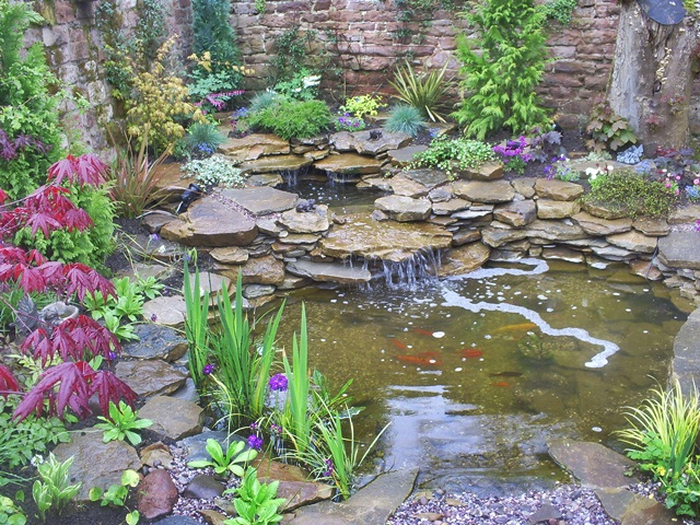 Garden water features backyard landscaping ideas Water fountain landscaping ideas