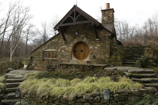 Custom Hobbit house in Pennsylvania (1)