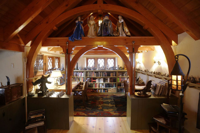 Custom Hobbit house in Pennsylvania (16)