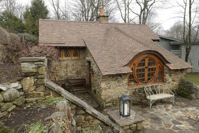 Custom Hobbit house in Pennsylvania (6)