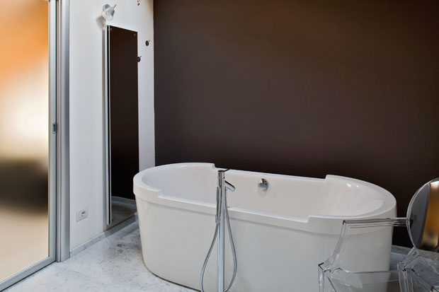 Contemporary Interior Home Design Bathtub