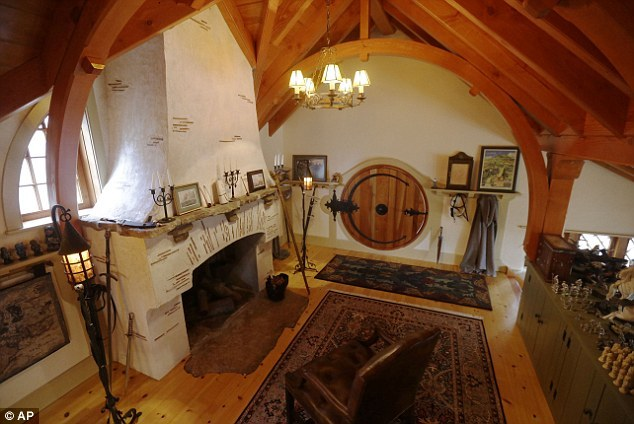 Custom Hobbit house in Pennsylvania (14)